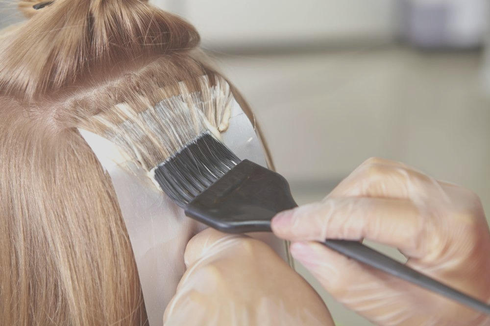 should your hair be clean or dirty before a color service