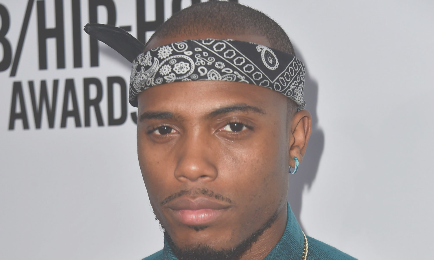 rapper b o b thinks the world is flat tries to prove it