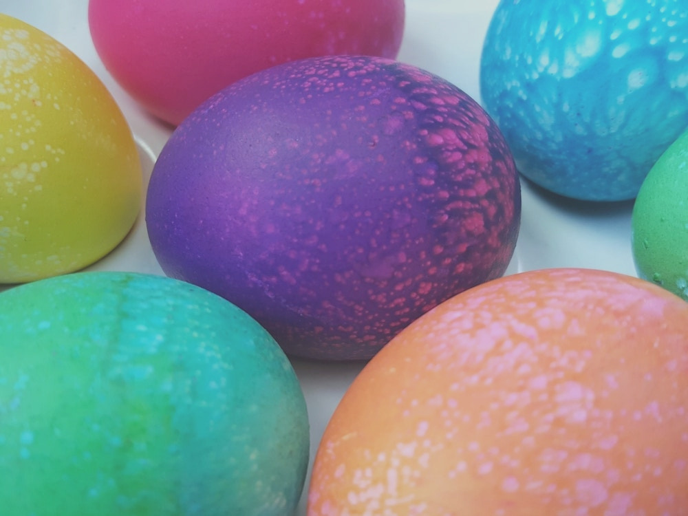 to dye easter eggs