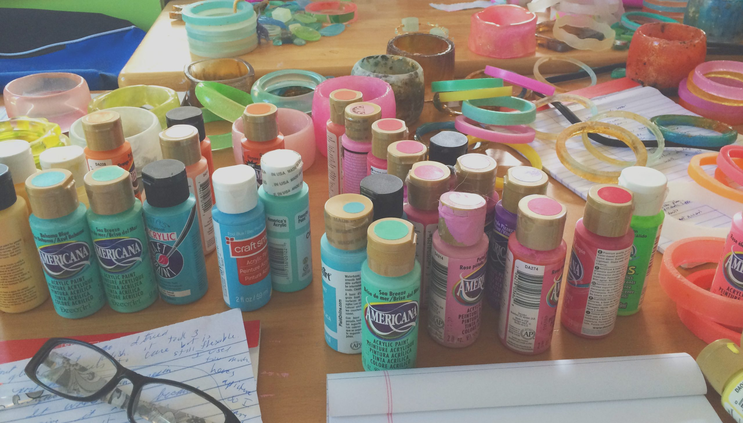 can you use acrylic paint to color resin the answer is yes