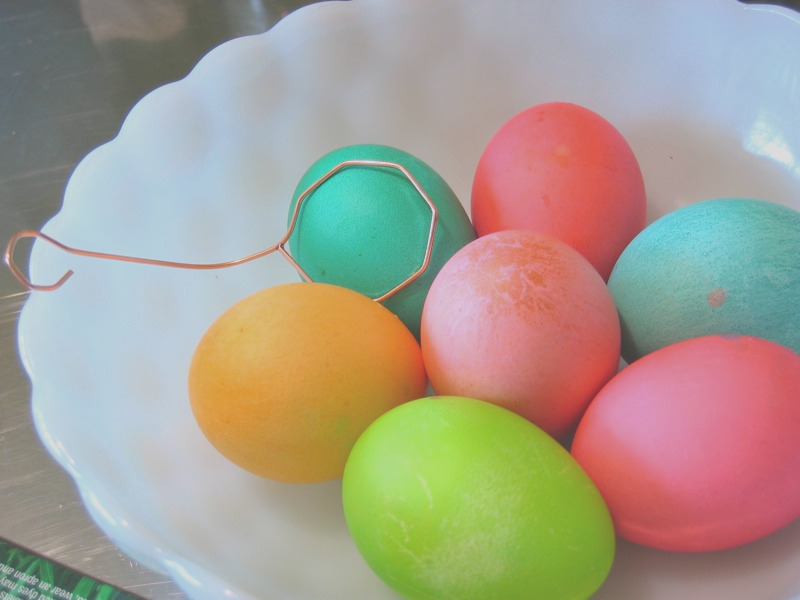 coloring easter eggs ditch the chemical food colorings and try these toxin free alternatives
