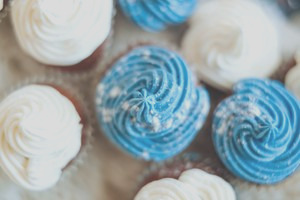 how to make a black frosting using food coloring