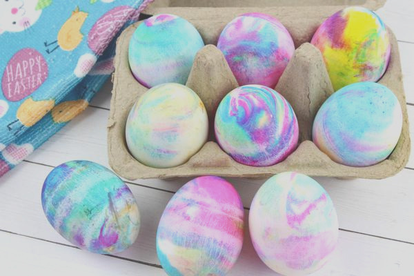best dyed easter eggs how to tie dye easter eggs with cool whip easy diy easter egg decorating ideas kids will love