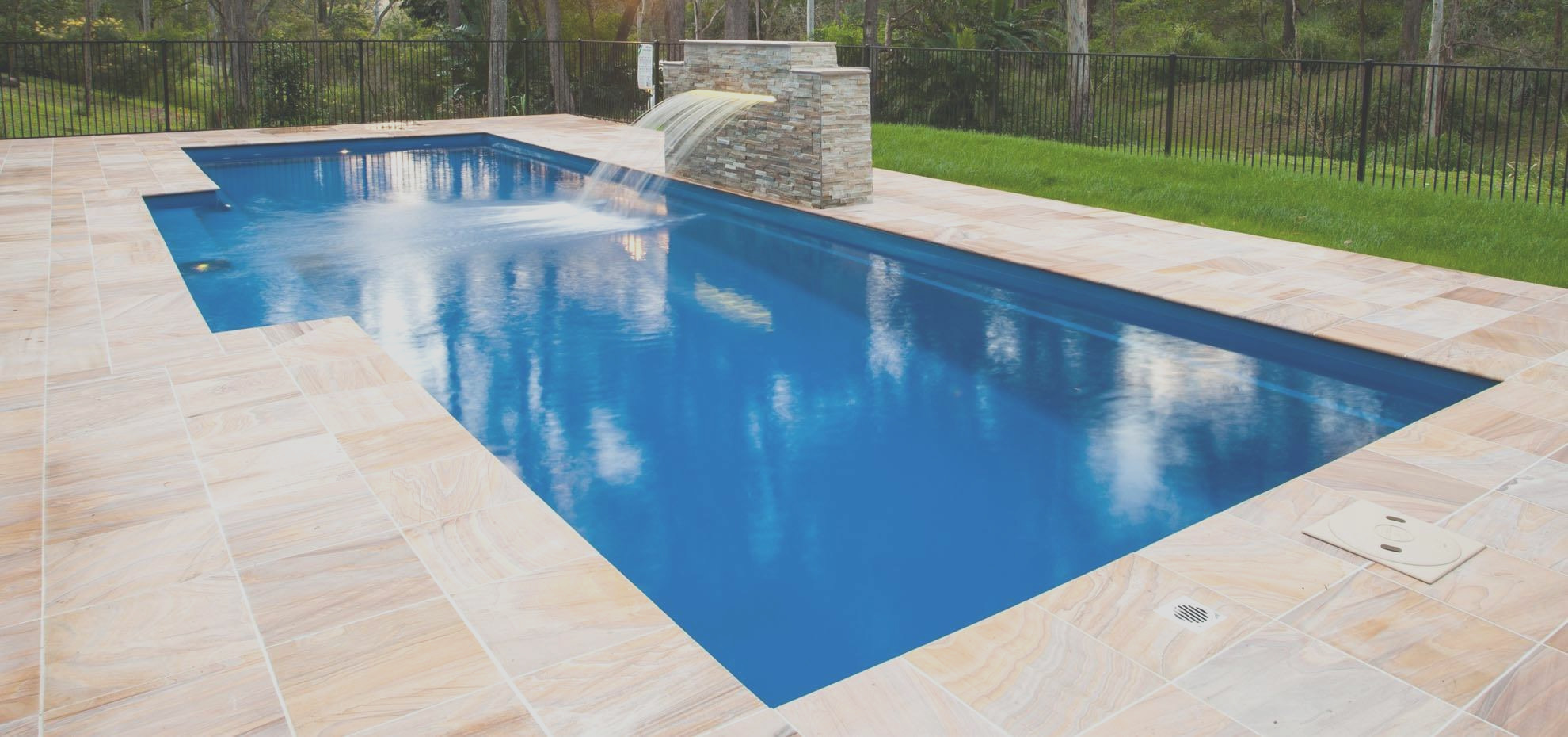 seven best colors for swimming pools