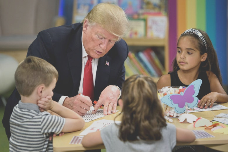 did trump color an american flag wrong during a photo op with ohio kids